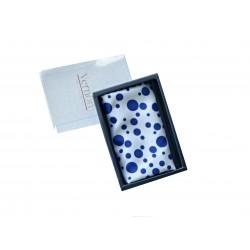 Kapesníček modré barvy s jemnými kytičkami